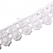 Guipure Flower with Leaves Lace 18mm Wide White 3 metre length