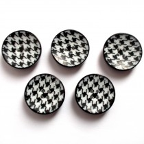 Dogtooth Buttons 17mm Black & White Pack of 5